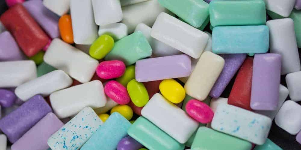 Pieces of chewing gum