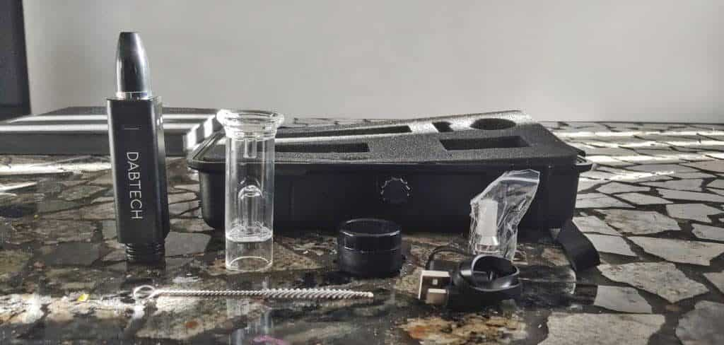 Daborizer on table with accessories
