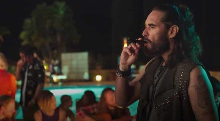 Russell Brand vaping the double barrel in Ballers