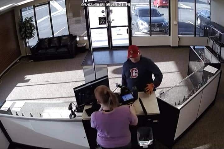 vape shop robber loses pants